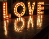 L'amore non esiste. Anzi, sì.